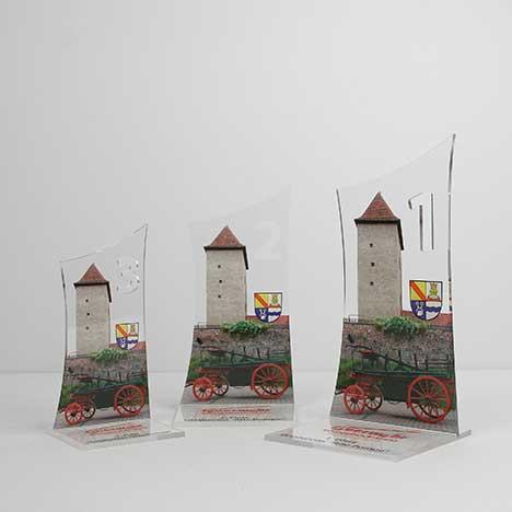 Im Plattendirektdruck, Plattendruck auf Acrylglas, auf Aludibond gedruckt und in Form mit konturen gefräst