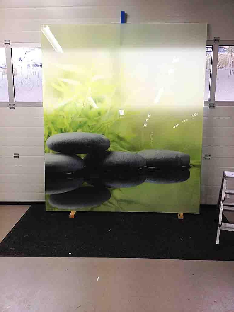 Direktdruck von Bildern auf großflächiges Glas für Bad und Küche ...